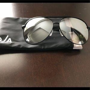 Quay Australian Macaw Black/Silver Mirror Lens